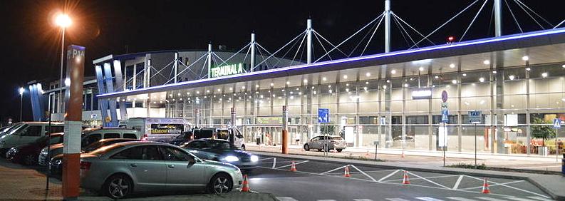 800px-Pyrzowice_Katowice_Airport_noc